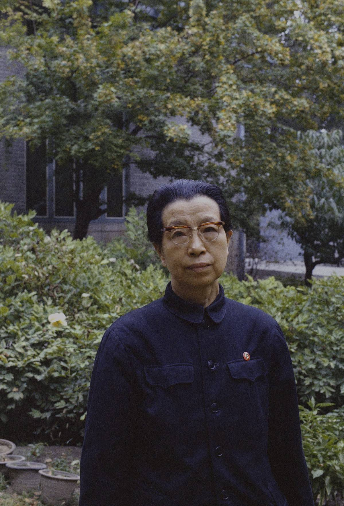 王洪文标准照片_权力的影像:他记录了40年前中国的最高层丨谷雨推荐